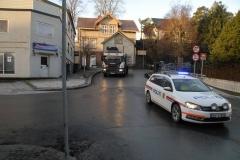 Med politieskorte ned Bambleveien